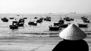 cảm nhận về người đàn bà chiếc thuyền ngoài xa